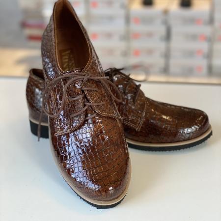 Lakknahast kingad